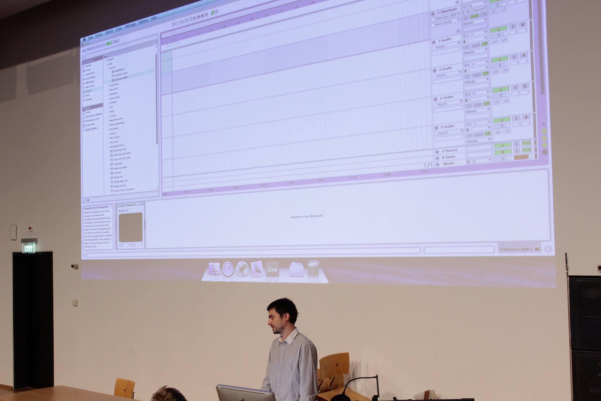La conférence d'Antoine Tuloup sur fond de sound design champêtre. Meuh.